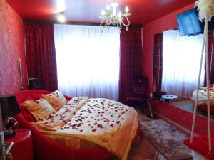 Amour Rouge Suite (Adults Only)