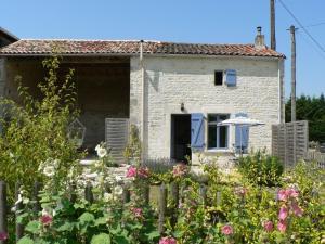 Location gîte, chambres d'hotes La Petite Maison dans le département Deux Sèvres 79