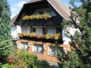 Hotel Restaurant Gunsetal, Hotel  Bad Berleburg - big - 1