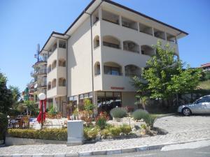 Yuzhni Noshti Hotel