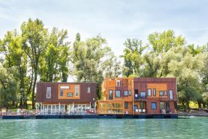 ArkaBarka Floating Hostel & Apartments (1 of 64)