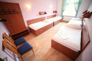 Leon Hotel & Hostel