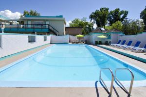 Tiki Shores Condominium Beach Resort - Penticton