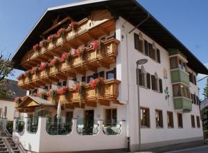 Hotel Goldene Rose - مونغيلفو
