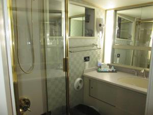 Ocean Romance Dockside Bed & Breakfast Yacht, Bed and Breakfasts  Newport - big - 57