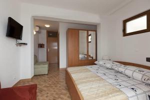 Apartments Kapetan Jure, Apartmány  Brela - big - 281