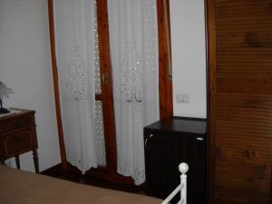 Doppelzimmer mit kleinem Doppelbett