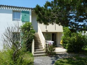 Location gîte, chambres d'hotes VVF Villages « Île de Ré les salines » Ars-en-Ré dans le département Charente maritime 17