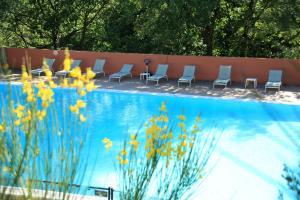 Location gîte, chambres d'hotes La Colline des Ocres Village de vacances 3 étoiles dans le département Vaucluse 84