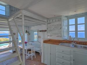Eirini Luxury Hotel Villas, Ville  Grikos - big - 41