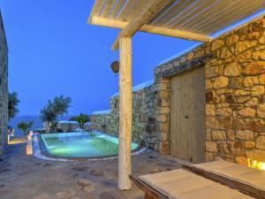 Eirini Luxury Hotel Villas, Виллы  Грикос - big - 2