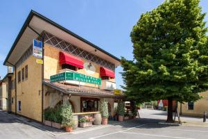 Accommodation in Loria