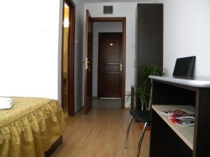 Hotel River, Hotels  Târgu Jiu - big - 11