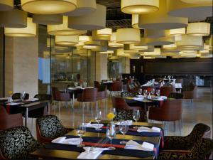 Radisson Blu Chattogram Bay View, Hotel  Chittagong - big - 49