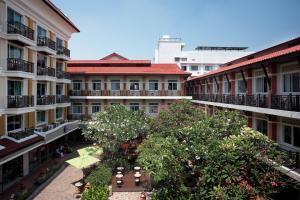 Отель Rambuttri Village Plaza, Бангкок