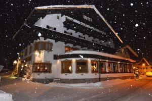 Berghotel AXX - Hotel - Berwang