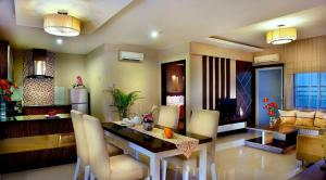 Grand Aston City Hall Hotel & Serviced Residences, Aparthotels  Medan - big - 14