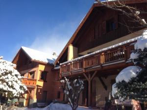 Location gîte, chambres d'hotes Chalet La Caillaude dans le département Hautes alpes 5