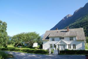 Huse Gjestegard, Ferienhäuser - Kinsarvik