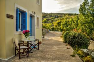 Mainades Maisonettes & Studios Andros Greece