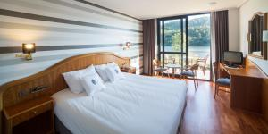 Deluxe Double or Twin Room with River View Laias Caldaria hotel y Balneario