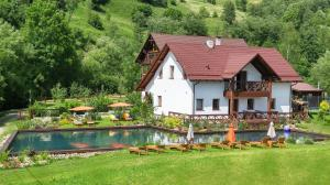 Gallery of Mountains Holiday Home - Jasiňa