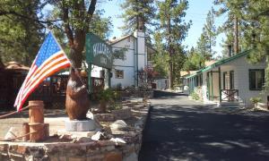 Hillcrest Lodge - Hotel - Big Bear Lake
