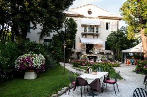 Hotel Club I Pini - Residenza D'Epoca - AbcAlberghi.com