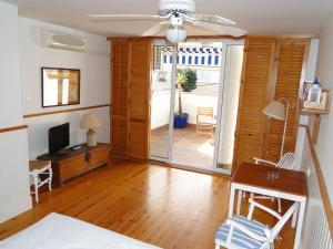 Antonio´s Apartment, Apartmanok  Sitges - big - 6