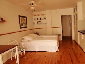 Antonio´s Apartment, Apartmanok  Sitges - big - 11