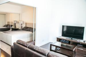 Corporate Ryan Suites York Street, Apartmány  Toronto - big - 4