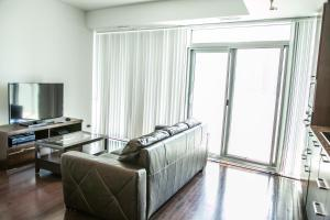 Corporate Ryan Suites York Street, Apartmány  Toronto - big - 5