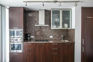 Corporate Ryan Suites York Street, Apartmány  Toronto - big - 6