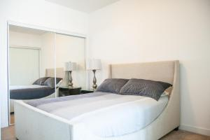 Corporate Ryan Suites York Street, Apartmány  Toronto - big - 9