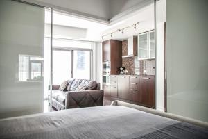 Corporate Ryan Suites York Street, Apartmány  Toronto - big - 11