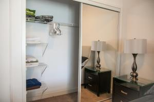 Corporate Ryan Suites York Street, Apartmány  Toronto - big - 12