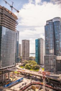 Corporate Ryan Suites York Street, Apartmány  Toronto - big - 26