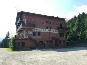Albergo Ristorante Pineta - AbcAlberghi.com