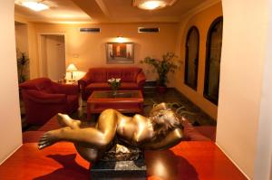 Hotel Glam, Hotel  Skopje - big - 42