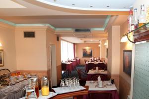 Hotel Glam, Hotel  Skopje - big - 45
