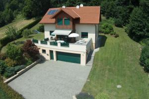 Namas Ferienhaus Manuela Feldenas prie Verto ežero Austrija