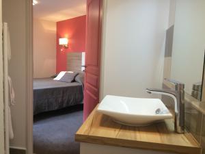 Location gîte, chambres d'hotes Auberge du Cheval Blanc Logis dans le département Haute Marne 52