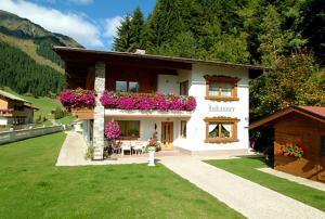 Gästehaus Lukasser - Accommodation - Hippach