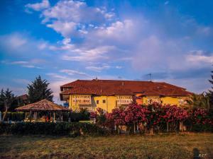 Hostales Baratos - Hotel Livithra