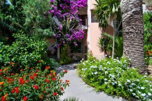 Apartamentos Estanques, Apartmány  Colonia Sant Jordi - big - 28