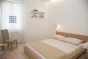 Center 2 Rooms