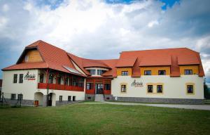 Amade - Hotel - Siculeni