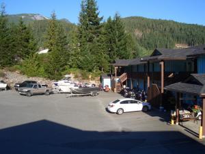 . Ridgeview Motor Inn