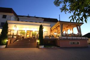 Hotel Clasic, Hotel  Sebeş - big - 17