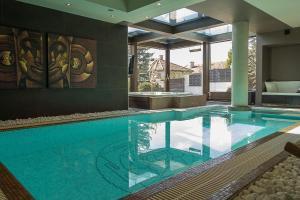 obrázek - Luxury Villa With Inside Pool
